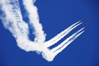 summer;Lake-District;Windermere;Bowness-on-Windermere;sky;blue;Windermere-Air-Show;plane;airplane;acrobatics;manouvre;contrail;vapour-trail;smoke;skill;stunt-plane;co-ordination;co-ordinated;close;skill;blue;Red-Arrows;RAF;Royal-Air-Force;famous;jet;jet-plane;fast;speed;noise;noisy;colour;colourful;nine;9;team;team-work;training;Cumbria;UK;arch;arching;curve;turn;turning;dive