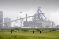 Redcar;Teeside;UK;Corus;steel;Steel-plant;smelter;industry;industrial;plant;factory;polluted;pollution;emmissions;game;sprt;hobby;green;grass;golf;golf-course;player;backdrop;contrast;urban;climate-change;global-warming;environment;C02;carbon-dioxide;humour;environment;flare;flare-off;gas;gasometer;energy;polluted;pollution