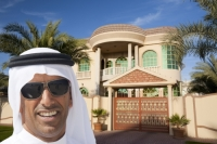 Dubai;house;housing;exclusive;luxury;expensive;real-estate;dome;muslim;arabic;middle-east;Emirates;gate;wall;garden-wall;protection;man;male;arab;arabic;white;robe;sunglasses;face;teeth;smile