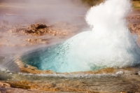 Geysir;geysir;Iceland;rock;water;heat;hot;boiling;volcanic;vulcanicity;plate-tectonics;geothermal;geothermal-heat;water-pressure;steam;steaming;power;powerful;energy;renewable-energy;blue;green;dome;eruption;erupting;explosion;exploding