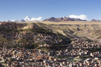 South-America;Bolivia;La-Paz;city;house;housing;dense;density;slope;hilly;Andes;mountain;altitude;high;infrastructure;overcrowded;population;El-Alto;snow;glacier;Altiplano;mountain-range;Cordillera-Real;Chacaltaya;glacial-retreat;climate-change;global-warming