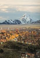 South-America;Bolivia;La-Paz;Huayna-Potosi;El-Alto;mountain;altitude;high;snow;glacier;backdrop;glacial-retreat;climate-change;global-warming;mountain-range;Cordillera-Real;Altiplano;house;housing;slope;steep;sunlight;glow;sunset;city