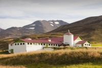 Iceland;Northern-Iceland;Siglufjordur;town;house;housing;hill;slope;mountain;steep;building;colouful;hill-snow;summer;mountain;ridge;mountain-range;sky;cloud;farm;farming;farm-house;farm-stead