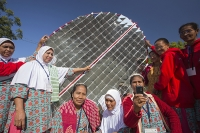 Tilonia;Rajasthan;India;solar;solar-power;solar-panel;solar-energy;climate-change;global-warming;carbon-neutral;clean;green;renewable;renewable-energy;progress;energy;power;empower;empowerment;solar-cooker;solar-thermal;promote;promotion;sollar-cooking;dish;mirror;parabola;concentrate;sun;suns-power;heating;hot;NGO;charity;Barefoot-College;Bunker-Roy;technology;low-impact;carbon-footprint;carbon-offset;efficient;home-made;third-world;education;rural;remote;campus;woman;female;Indian;Asian;Asia;clothes;sari;saree;colour;red;xolourful;multi-coloured;workshop;production;skill;skilled;Malaysian
