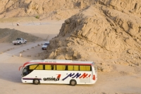 Egypt;Sinai;desert;sinai-desert;Dahab;Red-Sea;rock;rocky;outcrop;erosion;coach;transport;trip;tourism;tourist-trip;excursion;travel;off-road;sand;sandy;track