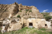 Guadix;Andalucia;Spain;town;rock;stone;geology;cave;house;cave-house;dwelling;cool;underground;Barrio-Santiago;old;ancient;querky;unusual;housing;house;clay;hill;hummock;hummocky;topography;chimney;old;abandoned;derelict
