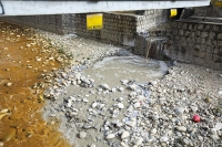 orange;brown;river;water;water-supply;polluted;pollution;contaminated;mine-waste;effluent;La-Paz;Bolivia;South-America;sediment-load;colour;discoloured;iron;water-shortage;waterfall;water-shortage;scum;sewage;sewerage;raw-sewage;mixing;environment;dirty;smelly;foul;pipe;gas-pipe